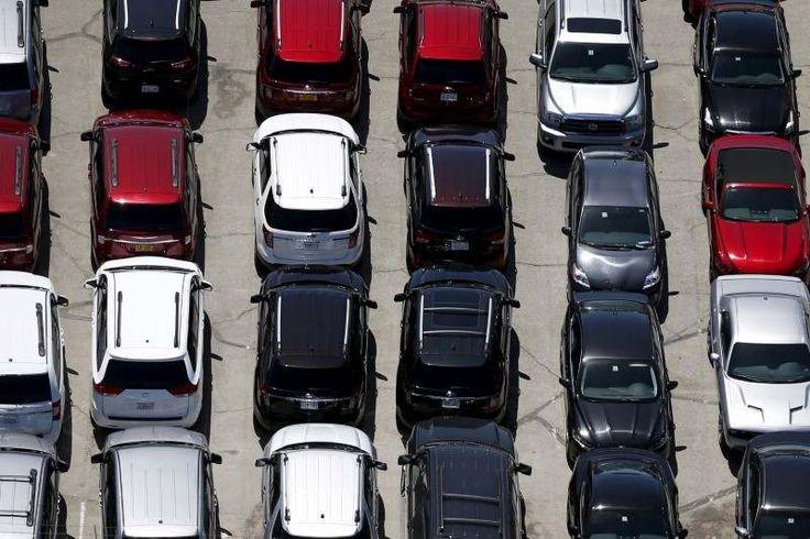 20 hari cari parkir? Uber saran kongsi kereta   Secara purata pemandu di Kuala Lumpur menghabiskan masa selama 20 hari setahun untuk mencari ruang meletak kereta.  Foto ReutersKUALA LUMPUR 9 Nov  Kesesakan lalu lintas di ibu negara dapat dikurangkan sebanyak 91 peratus melalui penggunaan sepenuhnya perkhidmatan perkongsian kenderaan menurut Boston Consulting Group (BCG) satu kajian yang ditauliahkan oleh Uber.  Pengurus Besar Uber Malaysia & Singapura Warren Tseng berkata kajian itu adalah…