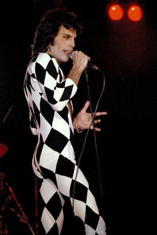 HAPPY BIRTHDAY TO THE GEINIUS Freddie Mercury, I'm in denial, you are not dead.