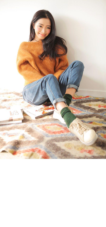 jeans sneaks socks