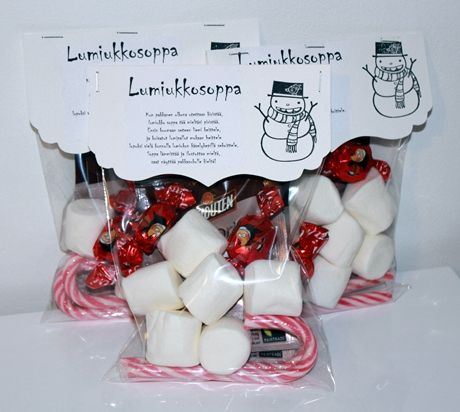 Nice idea for Christmas give aways! Snowman soup, including hot chocolate, chocolate, marshmallows, candy bar...