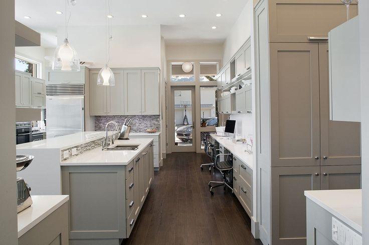 Amanda Webster Design: Classic Contemporary Kitchen Interior Design / Photo: Neil Rashba