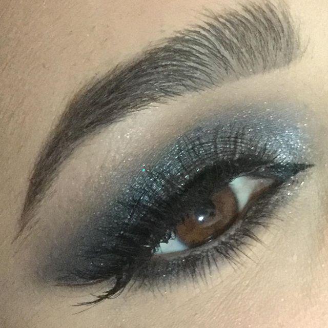 Maquillage 💄 soirée no filtre #maquillage #night #morphebrushes #ardellelashes #urbandecay #sleek #maccosmetics #maybelline #passion #estheticienne #adomicile📲🗓🚘💅🏼👣👀💁🏼 #modelage #skincare #makeup #nofiltre #paris #aubervilliers #oise #iledefrance #93