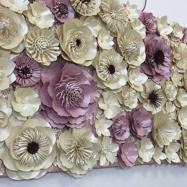 Бумажные цветы могут быть любых форм и размеров,