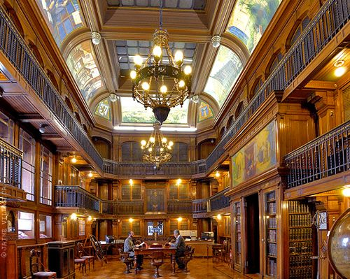 Inside the National Library of Chile. It is located on the Avenida Libertador General Bernardo O'Higgins in Santiago, - Biblioteca Nacional de Chile