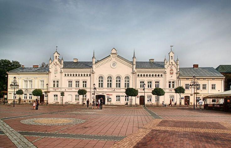 Ratusz w Sanoku – pierwotny budynek magistratu miejskiego w Sanoku. Stanowił siedzibę ratusza w Sanoku, który przeniesiono do budynku pod adresem Rynek 1. Oba obiekty położone są naprzeciw siebie na sanockim rynku. Wybudowany w 1786 roku, w stylu eklektycznym. W starym ratuszu siedzibę mają instytucje, filie partii politycznych, punkty handlowe i usługowe.