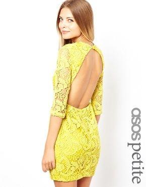 ASOS Petite ASOS PETITE - Exklusives Etuikleid aus Häkelspitze mit Zierausschnitt hinten und 3/4-Ärmeln - Gelb 21,43 €