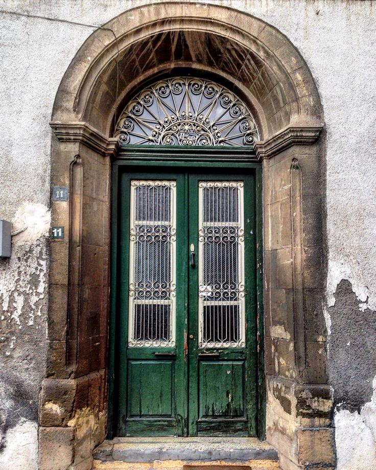 Old door, north part of Nicosia, North Cyprus/stare drzwi, północna Nikozja, Północny Cypr
