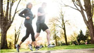 Bild upphovsrätt Getty Images   Bild bildtext måttlig fysisk träning som cykling eller löpning kan hjälpa boost hjärnkapacitet Gör måttlig motion fler