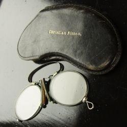 Sangattomat silmälasit, Roope Ankka malli,  Ars Auttoinen Antiikki, Vintage & Taide nettikauppa   www.natinkia.fi