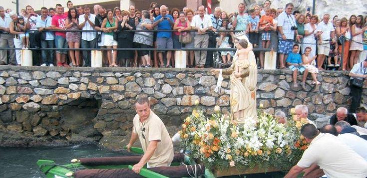 SALOBREÑA.Eventos tradicionales como la procesión marítimo terrestre, la sardinada o la cervezada, junto a otros más novedosos, componen la intensa programación