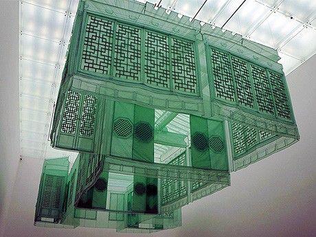 ス・ドホ氏のあの作品を金沢21世紀美術館で見ることができるようだ。行かねば。来年3/17まで。