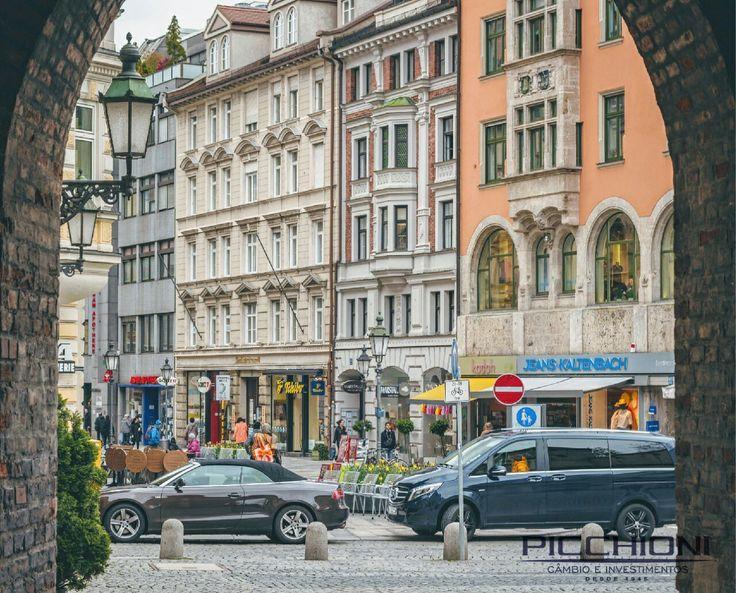 Sendlinger Tor Platz - Munique, Alemanha #germany #alemanha #sendlingertorplatz #munich #viajandopelasfotosdomundo #euro #cambio #wanderlust Foto: @lucasalbfar