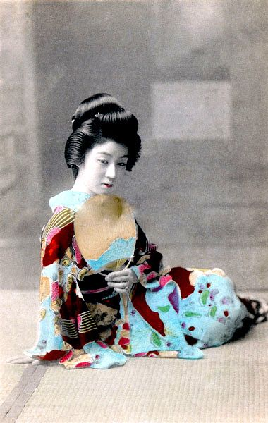 Maiko Child's photo stream: Gorgeous Geisha in stunning Aqua.