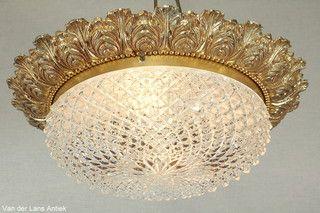 Klassieke plafonniere 26407 bij Van der Lans Antiek. Meer antieke lampen op…