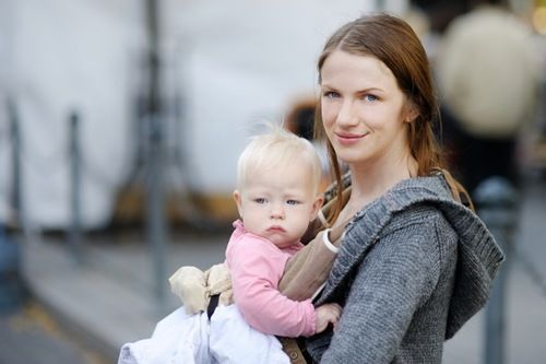 The Stir-14 Things Never to Say to Babywearing Moms