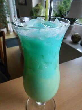 Blue lagoon cocktail rezept  Cocktail swimmingpool hakkında Pinterest'teki en iyi 20+ fikir ...