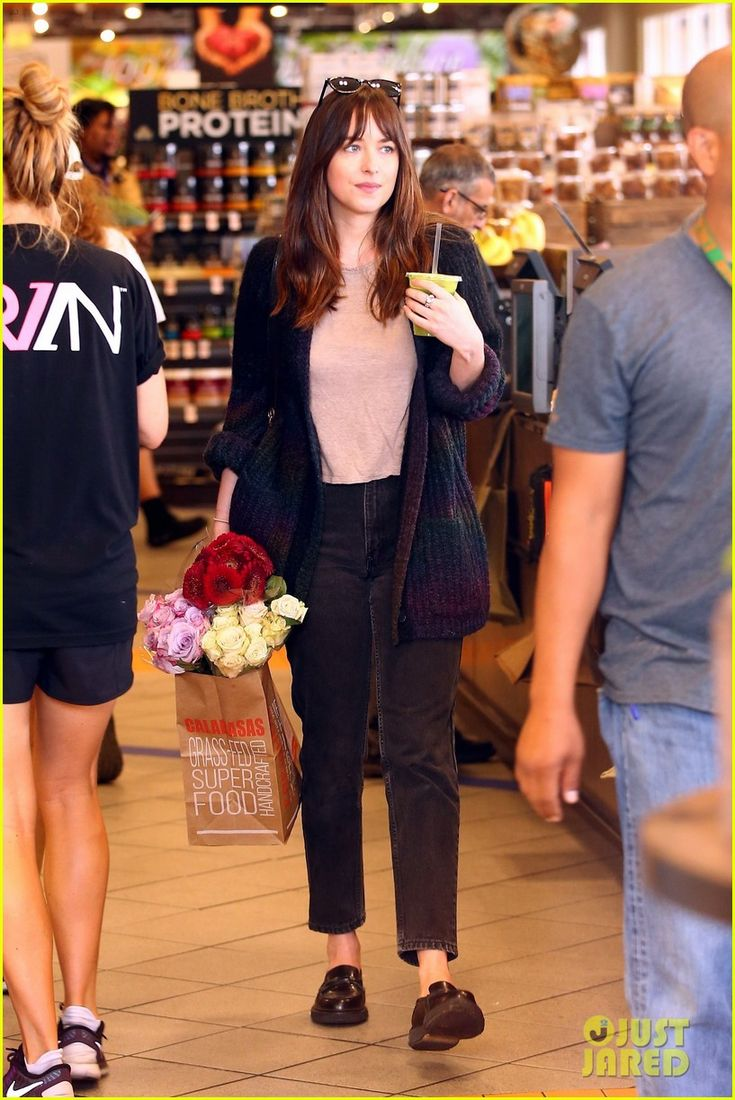 Dakota Johnson Buys Flowers for Mom on Mother's Day