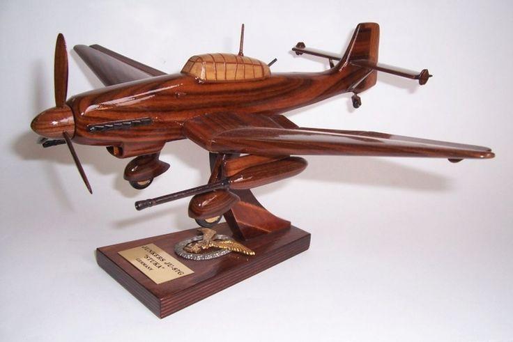 Junkers JU 87 G. Holzmodelle der deutschen Militärflugzeuge aus dem Ersten und Zweiten Weltkrieg