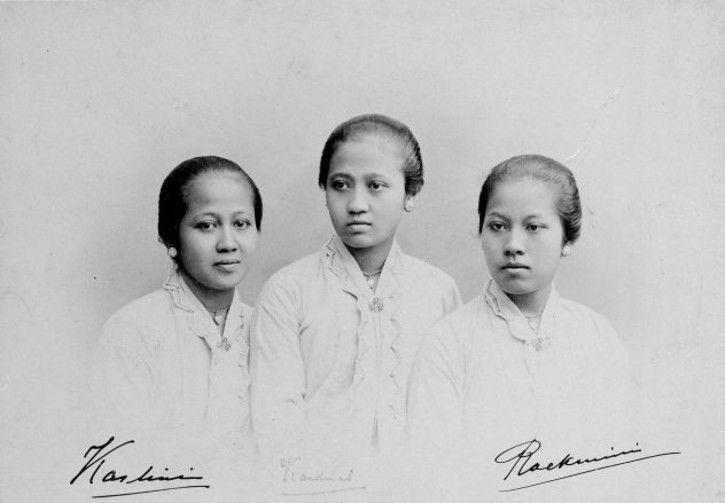Tiga bersaudara Kartini, Kardinah dan Roekmini (Sumber: Wikimedia Commons)