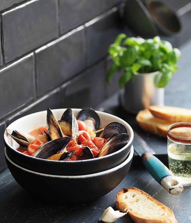 Pugliese mussel soup with garlic bruschetta (zuppa di cozze piccante)