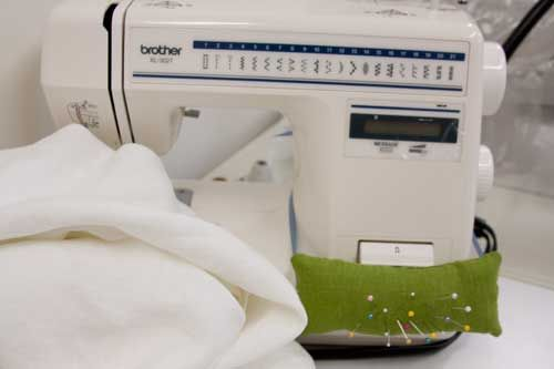 Sewing machine pincushion...brilliant!