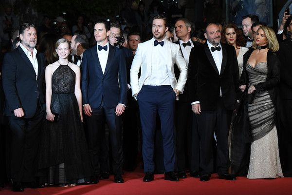 "(FromL) New Zealander actor Russell Crowe, Australian actress Angourie Rice, US actor Matt Bomer, Canadian actor Ryan Gosling, US director Shane Black, US producer Joel Silver and his wife US producer Karyn Fields pose as they arrive on May 15, 2016 for the screening of the film ""The Nice Guys"" at the 69th Cannes Film Festival in Cannes, southern France.  / AFP / ANNE-CHRISTINE POUJOULAT"