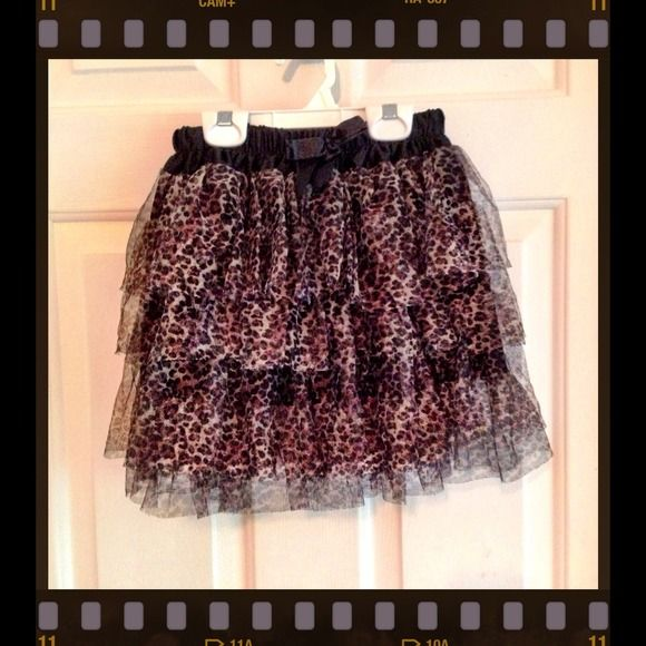 ❗️GONE 12/18❗️Cheetah  Skirt Never wore. Could use for part of a Halloween costume. Layer ruffled skirt with cheetah print design. Elastic waist. ❗️FINAL MARKDOWN ❗️ Hot Topic Skirts