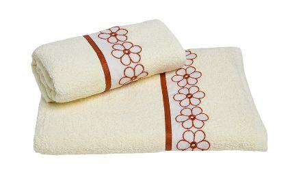 Juego Toallas Margarita Crudo. Visítanos en tuakiti.com #toallas #towels #juegotoallas #towelset #decoracion #homedecor #hogar #home #baño #bathroom #margarita #daisy  #tuakiti