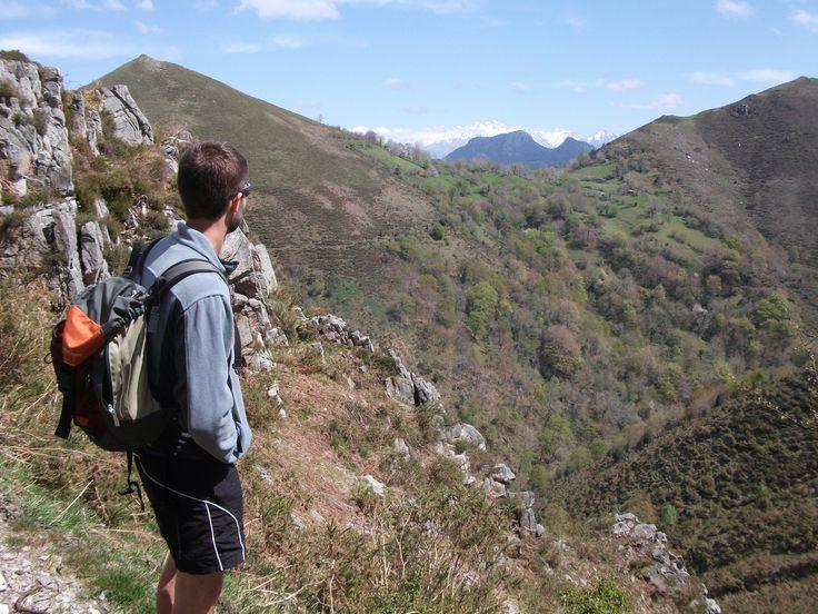 Descubre las aldeas abandonadas de Piloña y asciende al Vízcares. www.yeasturias.com