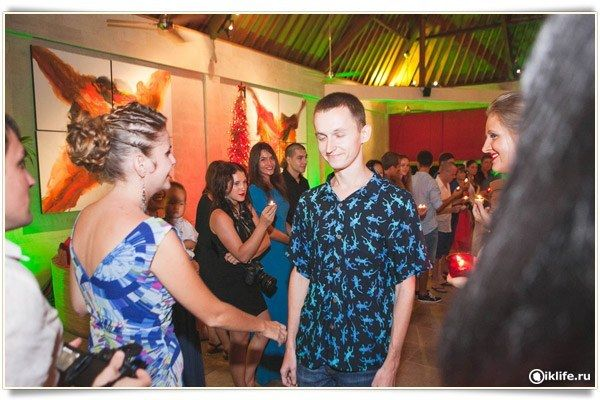 Ежемесячная вечеринка в честь вновь прибывших на Бали удалёнщиков, в числе которых я.