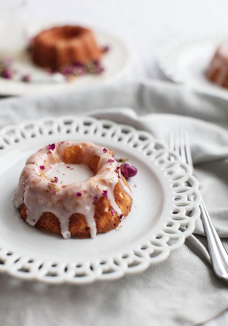 J'ai mangé ces gâteaux-là toute seule, dans mon pyjama sale, un mercredi soir, et même là, c'était romantique. Parce que si le romantisme avait un goût, ce serait celui de cette recette.