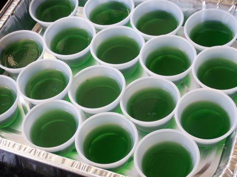 "Links to Amaretto Sour jelly shot.    Another simple green one with no pic calls for: 1 (3 ounce) box lime Jell-O gelatine 1 cup boiling water 1 cup tequila  Mix boiling water and jell-o. Stir in tequila. Pour into individual ""shot glasses"" or condiment cups. Refrigerate till set.  Read more at: http://www.food.com/recipe/jello-shots-94702?oc=linkback"