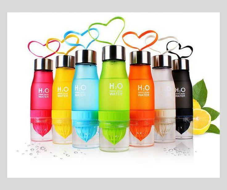 """*Vous souhaitez vous détendre au bureau avec un bon jus de fruits frais ? Alors cette bouteille H2O est faite pour vous ! *C'est le moment idéal pour commencer une """"détox"""" après tout les excès de l' été. Optez donc pour une eau pure et aromatisée avec des fruits et légumes de saison. Les fruits et légumes frais de saison sont une garantie sure d'apports en minéraux, vitamines et nutriments pour votre organisme."""