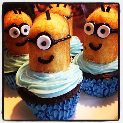 Buried by Books: Romance and Mystery Reviews: Despicable Me Minion Twinkie Cupcakes