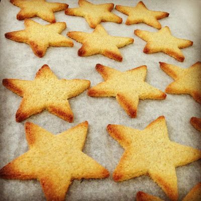 a Christmassy Paleo cookie recipe from DearBabyG (glueten free, sugar free, and dairy free too!)