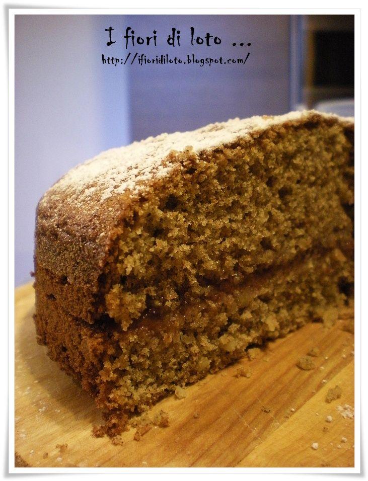 Questa è una torta che mi piace molto. In genere la mangio in estate quanto vado in montagna, per cui la associo alle ferie e alle gi...