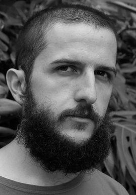 ÁLVARO ORTIZ (Zaragoza, 1983) estudió diseño gráfico en la Escuela Superior de Diseño de Aragón e ilustración en la Escola Massana de Barcelona.