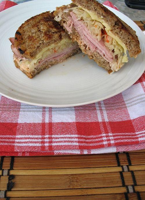 Reuben's Sandwich http://zbieramliscie.blogspot.com/2013/07/kanapka-rubena-amerykanski-klasyk.html #zbieramliscie