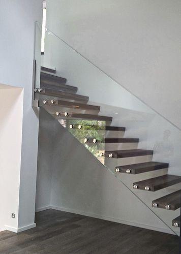 Escalier droit  marche en bois  suspendu  sans
