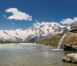 Wil je op vakantie naar Zwitserland? Ga naar Saas-Fee & Saas-Grund, waar je uitzicht hebt op prachtige bergpanorama's en gletsjers! #travel by #inspiration