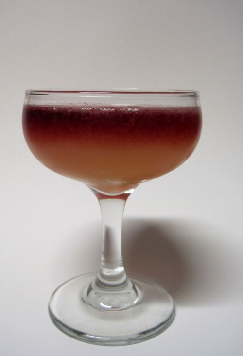 New York Sour: rye whiskey, lemon juice, simple syrup, red wine