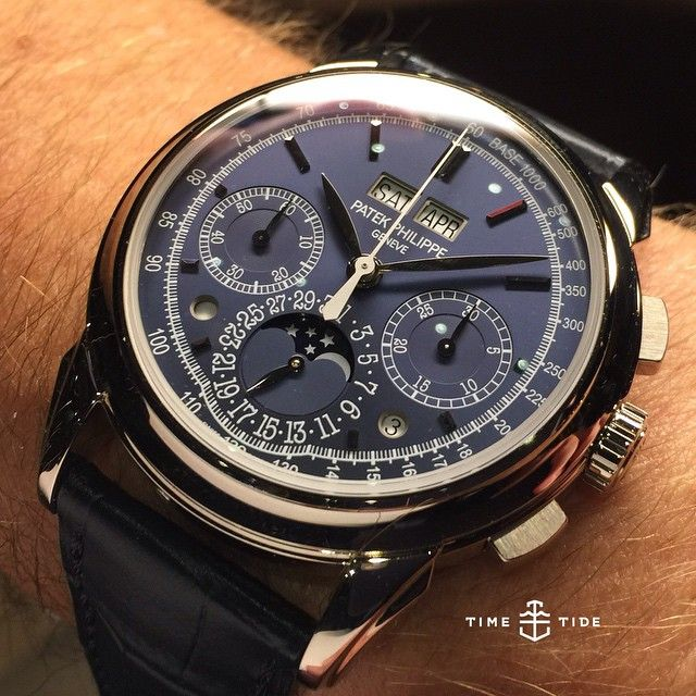 LIVE: Trying on the Patek Philippe 5270G - It's the Macdaddy, says our host @martinqhgoh $194,250AUD. Whatever it is, we're dying here. ️ #patekphilippe #5270g