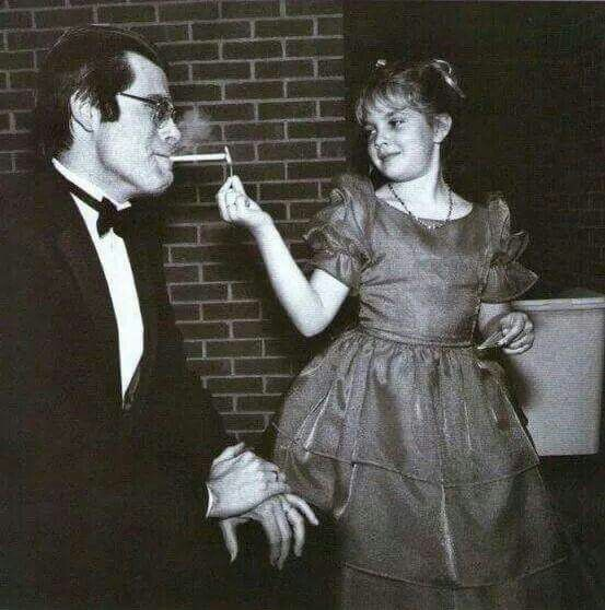 9-year-old Drew Barrymore lighting Stephen King's cigarette in 1984.