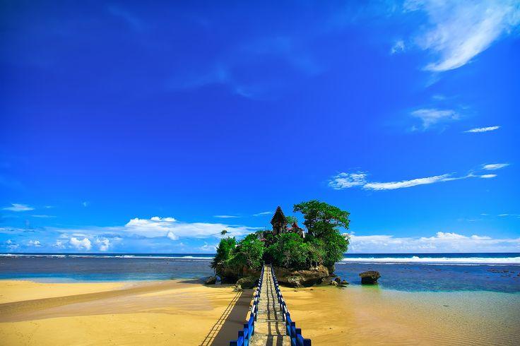 Apa Aja Lah...: Pantai Balekambang, Pantai Tanah Lotnya Malang