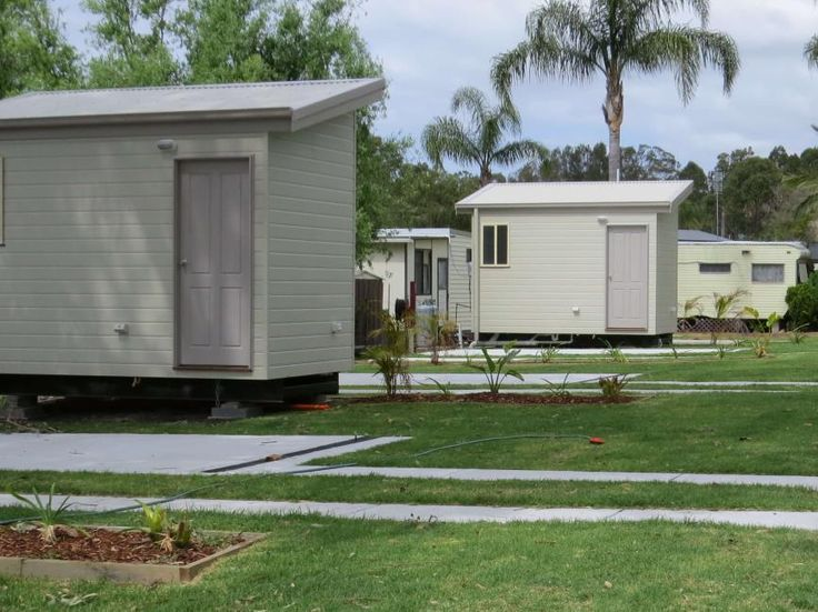 Ensuite sites with concrete and grass #big4karuahjetty