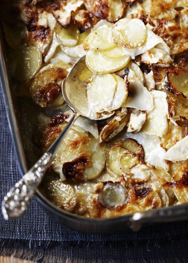 Lav lækre flødekartofler på en ny og spændende måde med vores gennemgode opskrift på flødekartofler med selleri og Vesterhavsost.