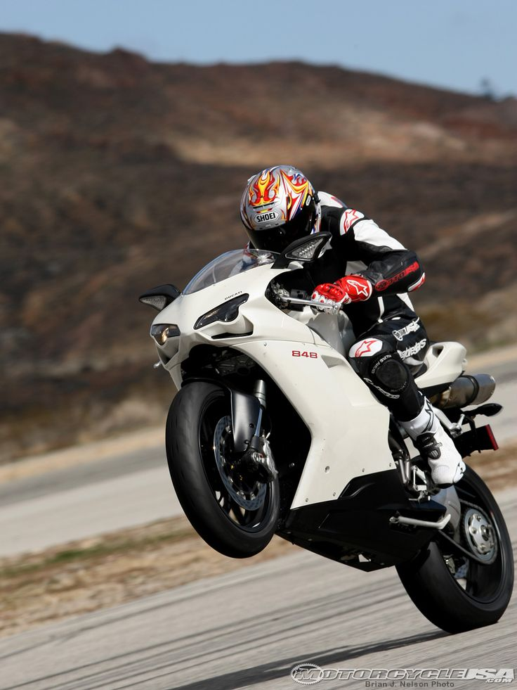 Waheed explores the vast range of the Ducati s torque curve