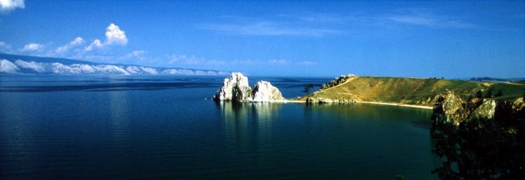 Der Schamanenfels der Insel Olchon im Baikalsee.