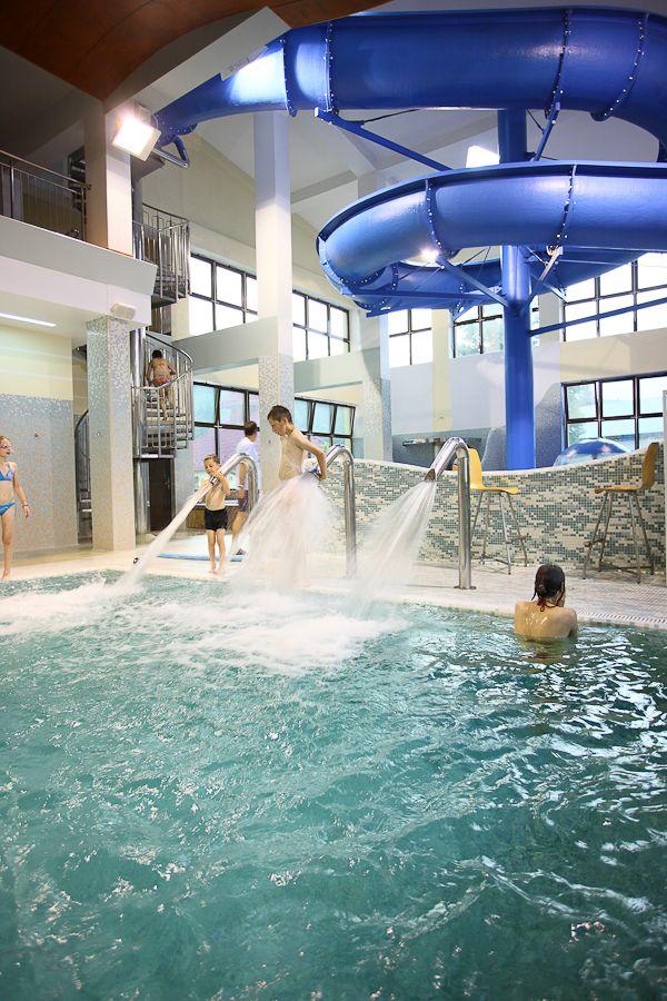W naszym aquaparku znajdziecie najdłuższą zjeżdżalnię w regionie.  Miłośnicy wodnego szaleństwa poczują się u nas jak w raju! :) Niezapomniane wrażenia gwarantowane.   #hotelklimek #aquapark #basen #jacuzzi #zabawa #water #fun