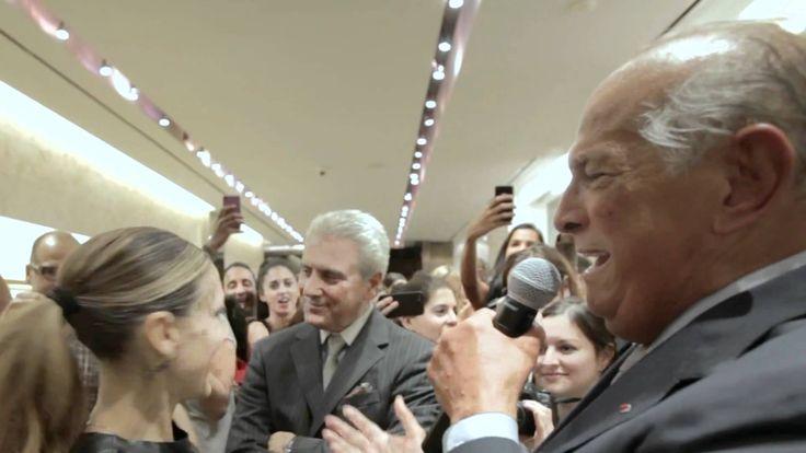 Oscar de La Renta serenades Sarah Jessica Parker with Mariachi Real De M...